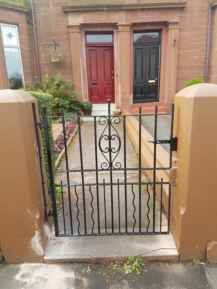 Bespoke black metal single gate with zig zag and scroll design. Made to measure, galvanised, painted and fitted by Dain Art Iron in Irvine, Ayrshire.