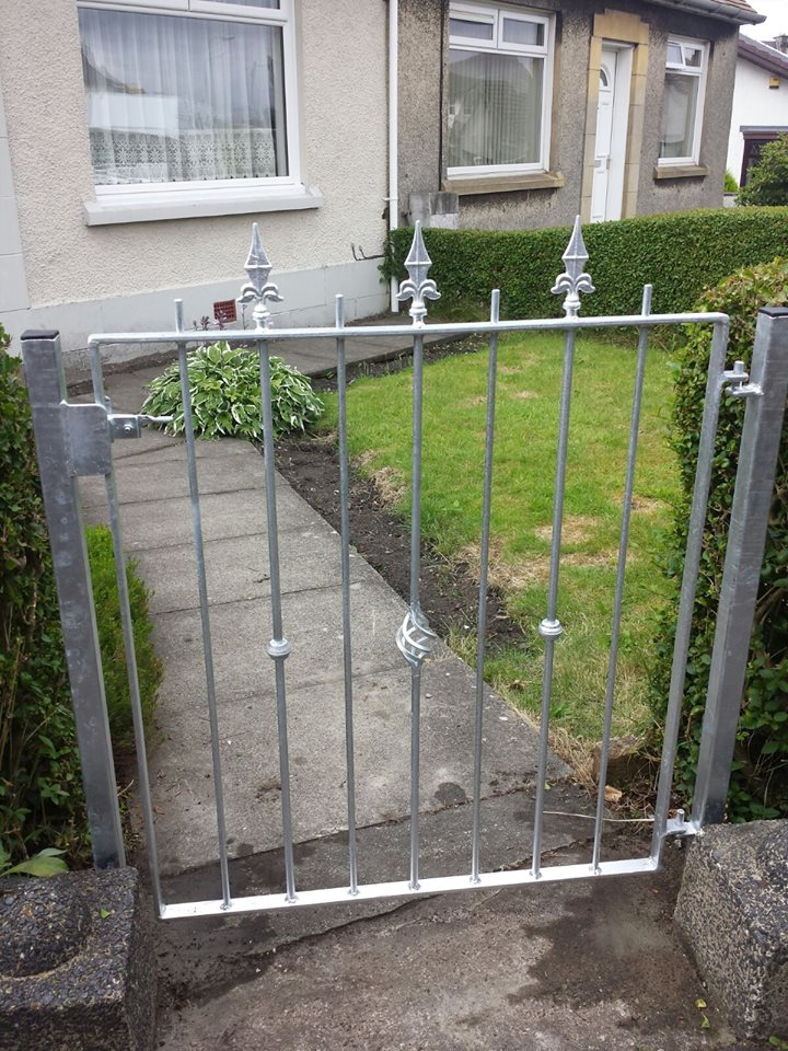 Simple single metal gate design for customer's pathway. Left galvanised for low maintenance, rust free finish with no need to paint. Fitted in Saltcoats, Ayrshire.