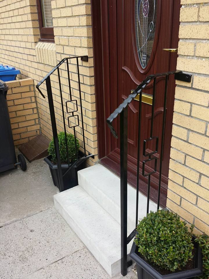 A contemporary handrail fitted by Dain Art Iron in Ayrshire. Galvanised and finished in black gloss.