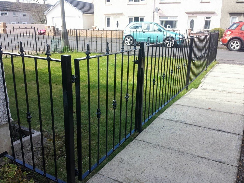 Simple metal fence installed in Kilmarnock by Dain Art Iron