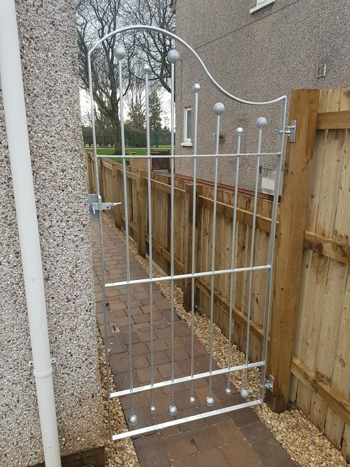 This bespoke side gate by Dain Art Iron fitted in West Kilbride, Ayrshire has a unique wave design. The side gate is tall helping maintain security at the property.