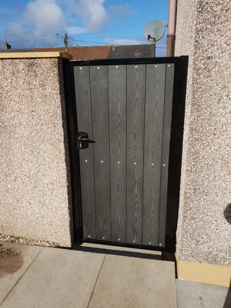 Composite gate installed in Irvine by Dain Art Iron