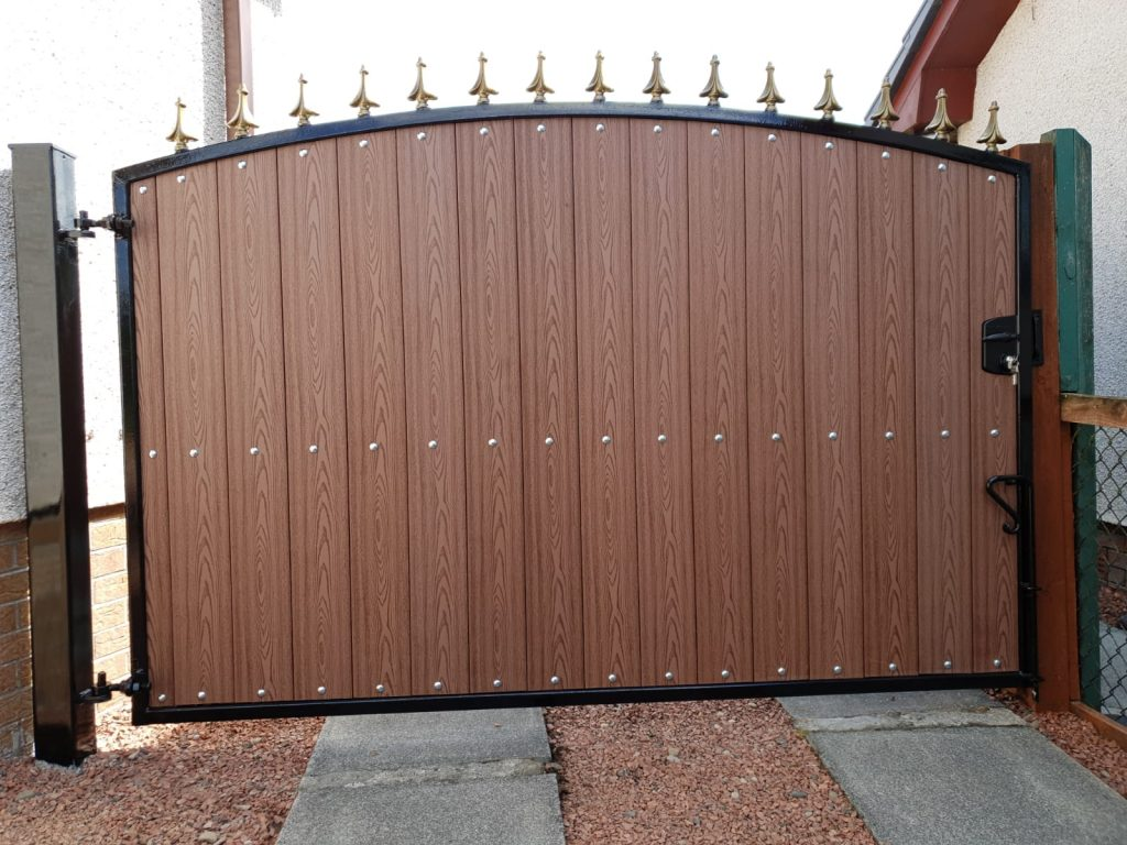 Composite gate installed in Kilmarnock by Dain Art Iron