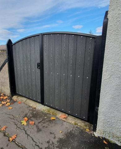Composite gate installed in Stewarton by Dain Art Iron